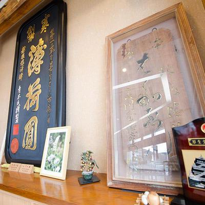 江戸時代からの塩沢宿の文化のひとつでもある大看板