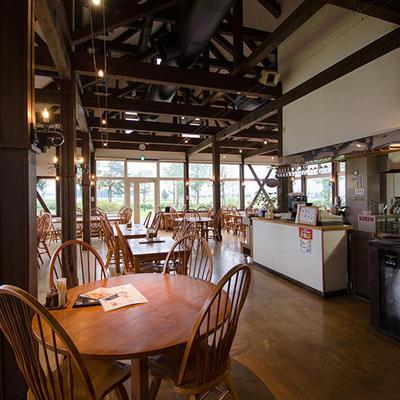 併設する欧風田舎料理レストラン『葡萄の花』