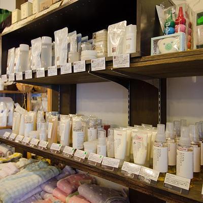 松山油脂製品は地元では一番の品揃えとなっております
