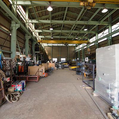 工場内ではさまざまな金属加工を行えるよう設備を整えております