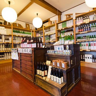 金沢屋限定のお酒をはじめ、各銘柄自慢の新潟の地酒をご用意しております。