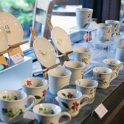 マグカップ、コーヒーカップ、湯のみなど陶器類も販売しております。