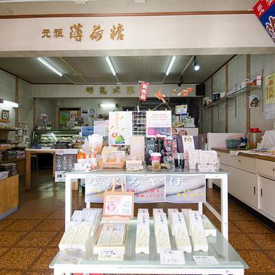 店内ではイチオシの地酒ケーキをはじめ、塩沢土産となるお菓子を取り揃えております。