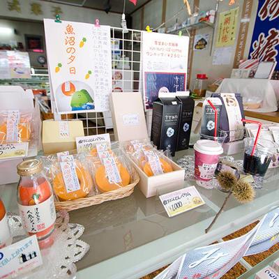 和菓子・洋菓子こだわらず、お客様にオススメできるお菓子をご紹介しております。
