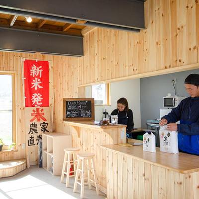 店内にはカフェスペースもございます