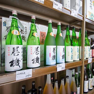 高千代酒造のお膝元にある酒屋として、高千代、巻機など数多く取り揃えております。