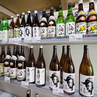南魚沼市の酒蔵(高千代酒造、青木酒造、八海醸造)のお酒を中心に取り揃えております